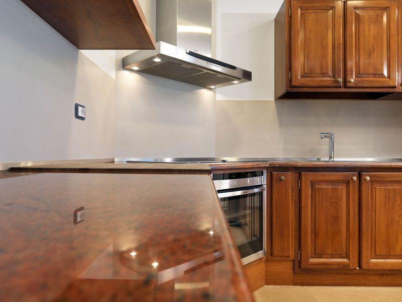 Полоса из нержавеющей стали РР в кухонном интерьере